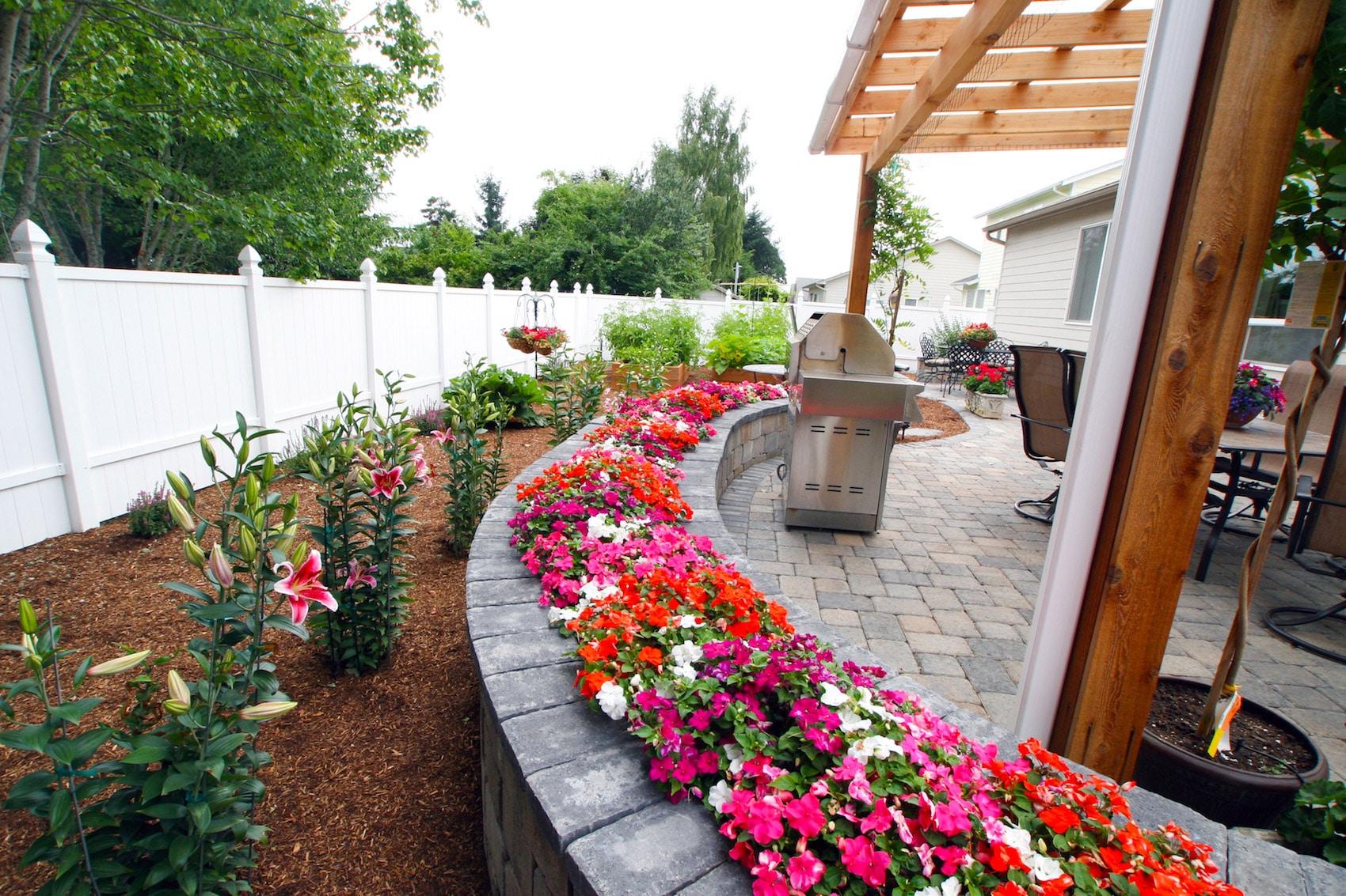 Home green acres landscape salem oregon for Garden bed maintenance